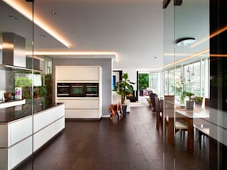Cocinas de estilo asiático por Klaus Geyer Elektrotechnik