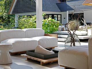 Outdoor setting: moderne Tuin door Grand & Johnson