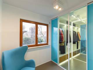 Corredores, halls e escadas modernos por dieMeisterTischler Moderno