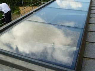 Skylights With a Contemporary Finish Sunsquare Ltd Finestre & Porte in stile moderno
