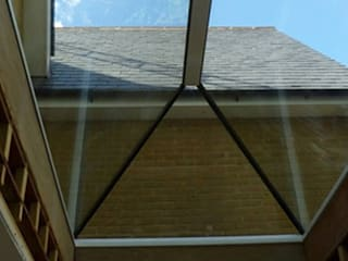 Pyramid Skylight Installation Project For a Private Client Sunsquare Ltd Puertas y ventanas de estilo moderno