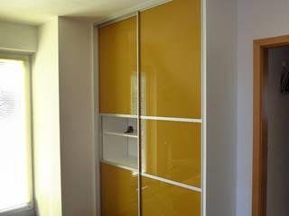 Schiebetürenschrank im Schlafzimmer:   von creativ-moebelwerkstaetten.de