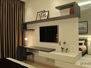 Wall system with desk.:   by Grandeur Interiors