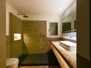 Baño principal de la vivienda Baños de estilo mediterráneo de Aina Deyà _ architecture & design Mediterráneo Pizarra