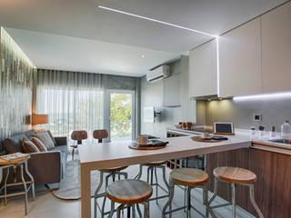 Casa de Praia : Cozinhas  por Santiago | Interior Design Studio ,Industrial