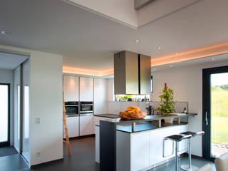 Kitchen by Klaus Geyer Elektrotechnik, Mediterranean