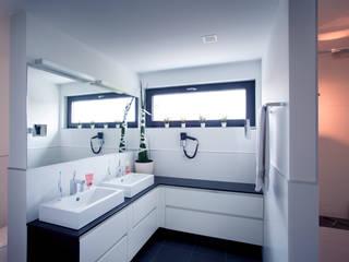 Bathroom by Klaus Geyer Elektrotechnik, Modern