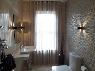 Nottingham Mansion - Bathroom:  Bathroom by David Village Lighting