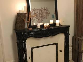 Un miroir, une cheminée par Alexa Cavellec Moderne