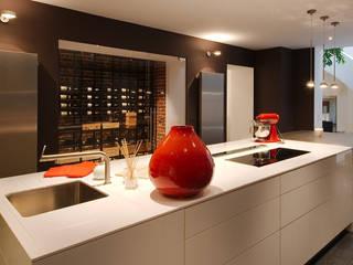 Espace vin vitré en cuisine - Bruxelles 2015 Degré 12 Cave à vin Fer / Acier