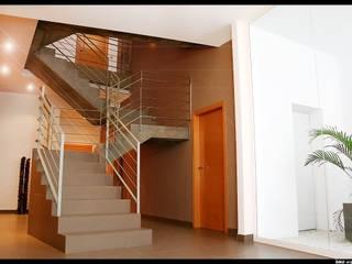 Casa Teresa: Pasillos y vestíbulos de estilo  de DAU arquitectos
