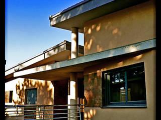 Casa Luna: Pasillos y vestíbulos de estilo  de DAU arquitectos