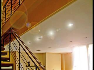 Casa Mónica: Salones de estilo  de DAU arquitectos