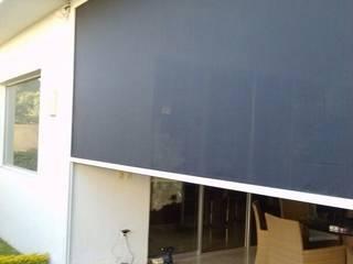 SCREEN RITS  (Screen para Exteriores motorizado): Casas de estilo  por HLA181026V73