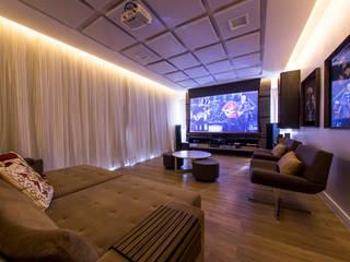 Ruang Multimedia oleh Carolina Mota - Arquitetura, Interiores e Iluminação, Modern