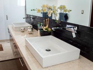 modern Bathroom by AParquitectos