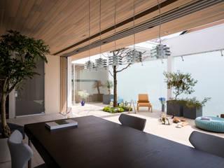 LDK | VILLA on the park | ML庭特集掲載の高級邸宅: Mアーキテクツ|高級邸宅 豪邸 注文住宅 別荘建築 LUXURY HOUSES | M-architectsが手掛けたリビングです。