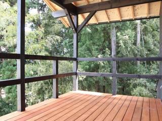 琵琶湖を望む家(デッキのあるローコスト住宅) オリジナルデザインの テラス の ATS造家設計事務所 オリジナル