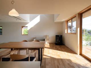 Comedores de estilo moderno de バウムスタイルアーキテクト一級建築士事務所 Moderno