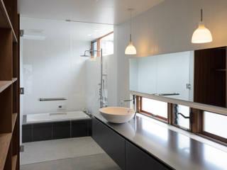 水廻り: バウムスタイルアーキテクト一級建築士事務所が手掛けた浴室です。,