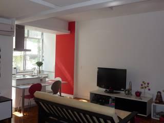 LOFT NO CATETE - RJ: Salas de estar  por Maria Helena Torres Arquitetura e Design