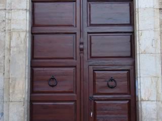 Algarinejo Iglesia portón restaurado:  de estilo  de Conely