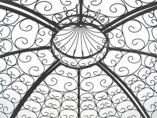 Detalle pérgola de hierro:  de estilo  de Conely