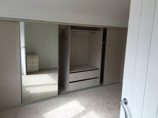 Mr Mrs M Peston: minimalistic Bedroom by Design 4 living UK