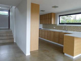 Vivienda en Callobre AD+ arquitectura Cocinas de estilo moderno