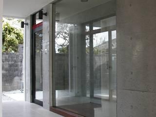 Industrial style balcony, veranda & terrace by 門一級建築士事務所 Industrial