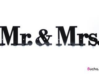 wieszak z napisem do przedpokoju na kurtki Mrs. & Mr. od Bucha Skandynawski