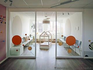 Kinderarztpraxis, Hannover Holzer & Friedrich GbR Moderne Kinderzimmer