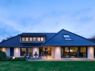 Casas de estilo moderno por GRID architektur + design
