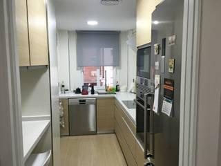 Moderne Küchen von COINA Modern