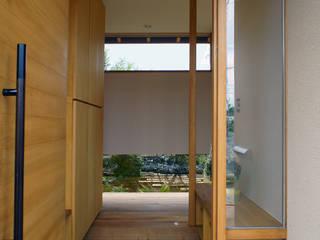 Corredores, halls e escadas minimalistas por 環境創作室杉 Minimalista
