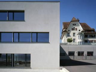 Escuelas de estilo  de Hunkeler Partner Architekten AG, Moderno