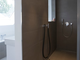 Bettina Wittenberg Innenarchitektur -stylingroom- Modern bathroom Grey