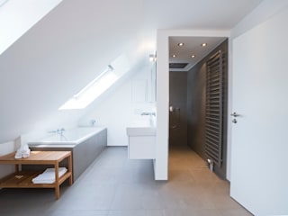 Bettina Wittenberg Innenarchitektur -stylingroom- Modern bathroom White