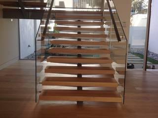 Prestige Ahşap Merdiven Dekorasyon San.Tic.LTD.ŞTİ – Villa Merdiven Tasarımı: modern tarz , Modern