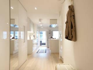 Bettina Wittenberg Innenarchitektur -stylingroom- Modern corridor, hallway & stairs