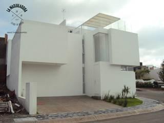La Maquiladora / taller de ideas Minimalist house