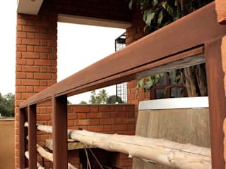 RESIDENCE FOR DAWN Rustic style balcony, veranda & terrace by de square Rustic