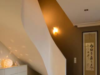 Corredores e halls de entrada  por Kitzig Interior Design GmbH,