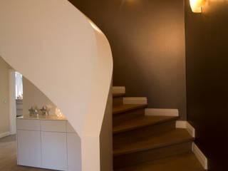 Umbau Einfamilienhaus Moderner Flur, Diele & Treppenhaus von Kitzig Interior Design GmbH Modern