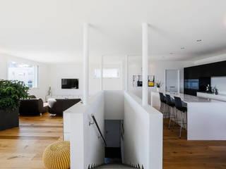 Salones de estilo  de Hunkeler Partner Architekten AG, Moderno