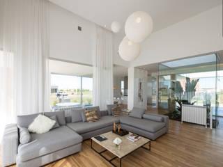 Ruang Keluarga oleh VISMARACORSI ARQUITECTOS, Minimalis