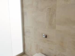 Baños de estilo  por VISMARACORSI ARQUITECTOS, Minimalista
