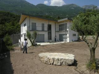casa RC | Vezzano | Trento: Case in stile in stile Moderno di massimiliano vanella | studiomsvn