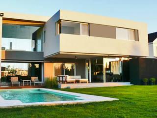 CASA BR - Estudio Fernandez+Mego: Casas de estilo moderno por Estudio Fernández+Mego
