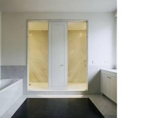 Terrazzoboden in Frankfurt:  Badezimmer von Terrazzo Peter Hess